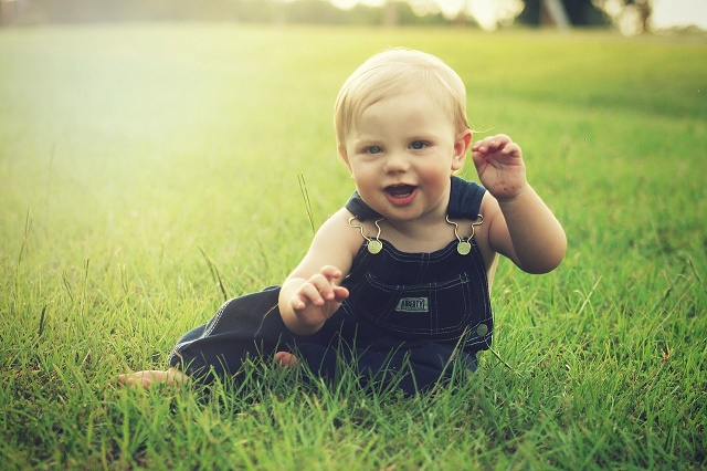 Smiling blonde baby in park_FI_Luke Francis-640x426